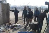 بالصور رفع مخلفات القمامة والرتش من منطقة أستكما زمزم بحي الضواحي