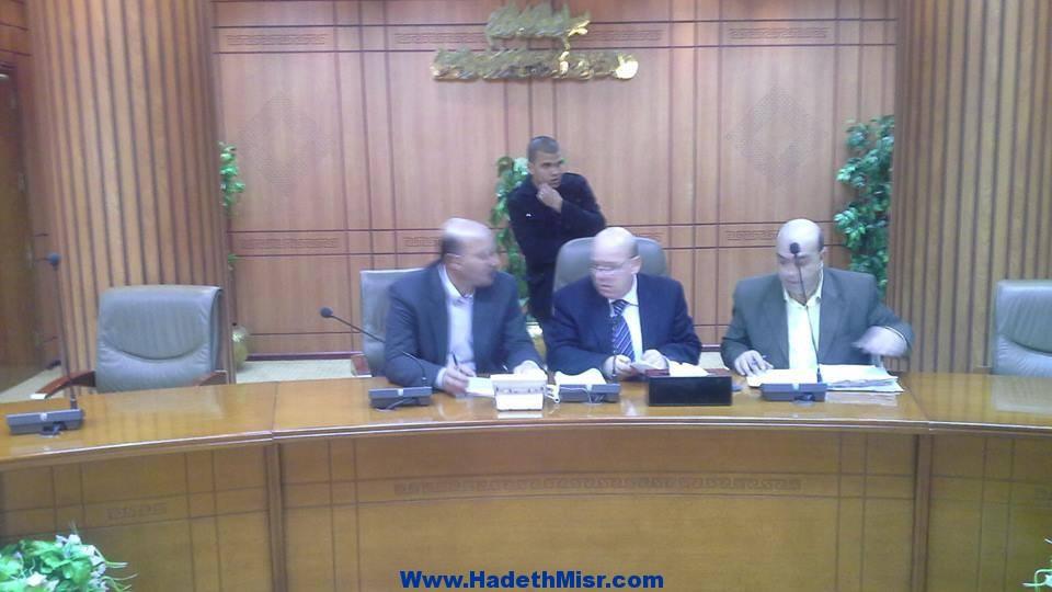 بالصور محافظ بورسعيد يعقد لقاء الدوري مع المواطنين