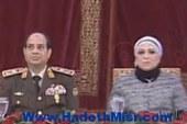 بالفيديو..زوجة السيسى تظهر بجواره خلال تكريم القادة المحالين للتقاعد