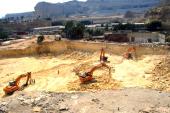 شركة إمارتية تستخدم آلاف اللودرات في أعمال غير معروفة على مساحة 150 كيلو متر بالمقطم