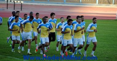 بعثة الدراويش تصل مطار القاهرة بدون عمرو السولية  وحسني عبد ربه