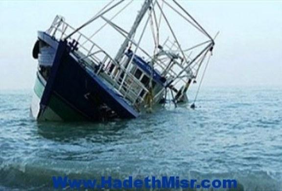 سفينة هندية تغرق عقب ارتطامها بجبل قرب ميناء يمنى