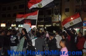 متظاهرون يرفعون الكوسة بالوراق اعتراضاً علي ارتفاع الأسعار