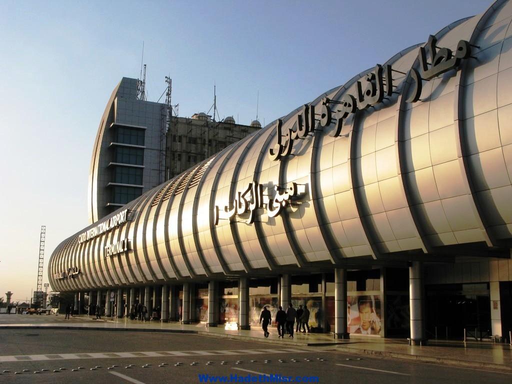 تركي يهرب ألماس على جسده بمطار القاهرة