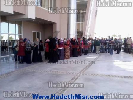 المؤقتين بديوان محافظة البحر الأحمر يفضون وقفتهم الإحتجاجية بعد وعودهم بالتثبيت