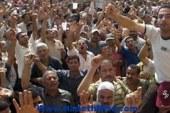 """وقفة احتجاجية لعمال القطاع العام أمام """"الصحفيين"""" للمطالبة بزيادة الأجور"""