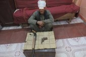 مباحث صدفا باسيوط تضبط 3 قطع سلاح بحوزة خفير خصوصى وطالب