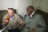 محافظ بورسعيد يزور الكابتن عبد الله عبد اللطيف بمنزلة