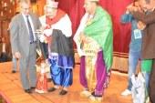 اعلام مصر والجزائر ترفرف خلال عرض فرقة الطاليسى بمهرجان المنيا الدولي وسط هتافات للتعبير عن العلاقة القوية بين البلدين.