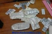سقوط عاطل و آخر سائق بحوزتهما 130 قرص مخدر و 22 قطعة حشيش بالغردقة
