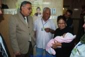 بالصور ..استمرار التطعيمات ضد مرض شلل الأطفال ..ومحافظ سوهاج يتابع سير التطعيم