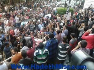 لمدة 5 دقائق 6 أبريل تتظاهرأمام دار القضاء العالي