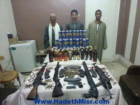 ضبط أسلحة وذخائر غير مرخصة ومواد كحولية بمركز شرطة البداري