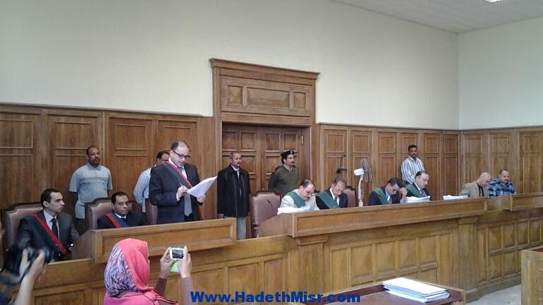 مشادات واشتباكات بالأيدي بين متهمي الإخوان بعد رفع جلسه محاكمتهم بأسيوط