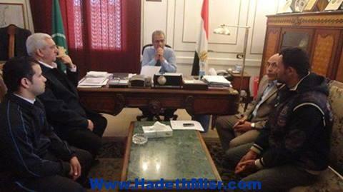 محافظ المنيا يلتقي بأسرة سلامة فوزي الذي لقى مصرعه في ليبيا :