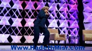 أمريكية ترشق هيلاري كلينتون بالحذاء