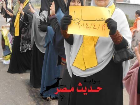 سلسلة بشرية لأنصار المعزول بدمياط للمطالبة بالإفراج عن المعتقلين