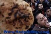 """أهالي يتهمون صاحب مخبز بزيادة سعر الخبز المدعم بـ""""أسيوط"""""""