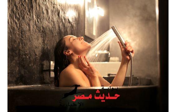الاستحمام أثناء الدورة الشهرية.. هل يؤذي الفتاة؟