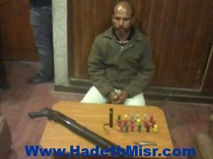 """ضبط حارس بجامعة الأزهر وبحوزته بندقية و""""مطواه"""" بشبرا الخيمة"""