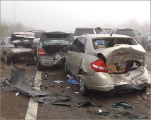 انتقلت الأجهزة الأمنية بالدقهلية لمعاينة موقع حادث تصادم سيارتين بالدقهلية والذى أسفر عن مصرع 12 شخصا .