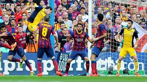 أتلتيكو مدريد يخطف نقطة من برشلونة ويحرز لقبه الأول منذ 1996