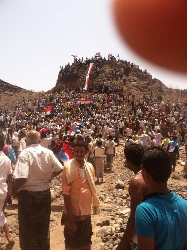 الالاف من ابناء مسيمير لحج يشيعون جثمان الشهيد الطفل عمرو الحوشبي