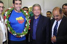 وزير الشباب والرياضة يستقبل البطل إيهاب عبد الرحمن بمطار القاهرة وسط استقبال حافل