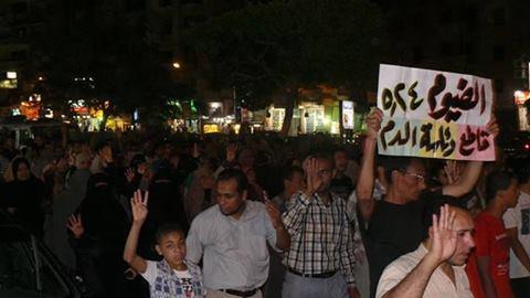 عاجــل: مسيرة إخوانية تقوم بتمزيق لافتات السيسي ,, وتحاول التعدي علي كنيسة بالفيوم