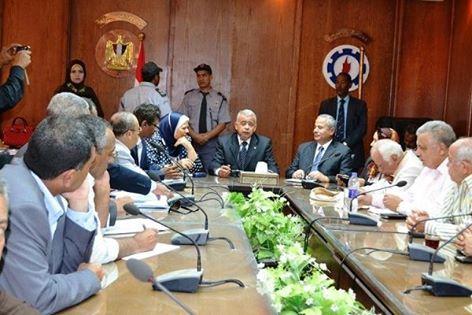 محافظ السويس يجتمع مع رئيس الهيئة العامة للثروة السمكية لاستعراض مشاكل الصيادين و تطوير ميناء الآتكة