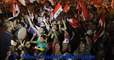 الطبول وصور المشير السيسى تشعل ميدان التحرير مع شروق الشمس