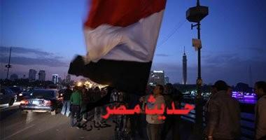 سلسلة بشرية على كوبرى قصر النيل، للتنديد بحالات التحرش الجماعى