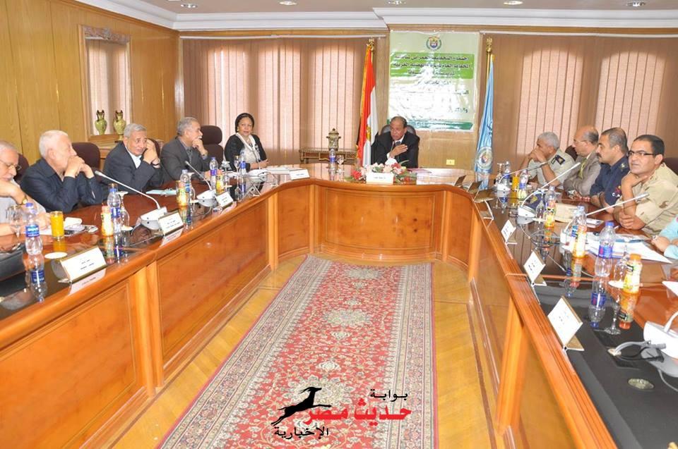 اللواء إبراهيم حماد يعقد اجتماعا  لمناقشة المخطط الإستراتيجي لتجمع عمراني جديد بالهضبة الغربية لمدينة أسيوط