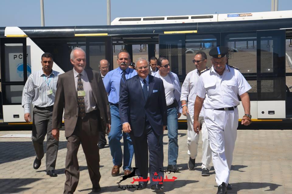 وزير السياحة يصل  لمطار مرسى علم للمشاركة فى المبادرة الإيطالية