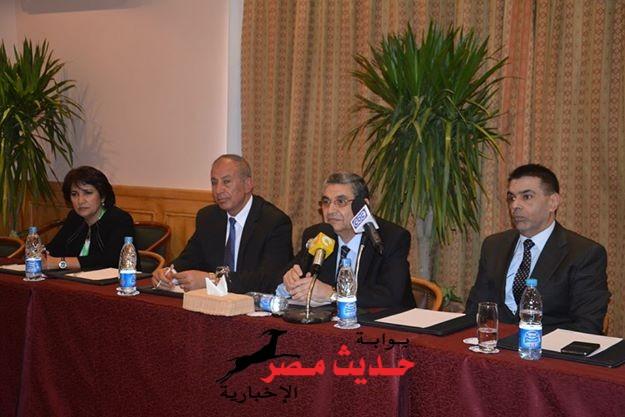 """"""" عبد الله"""" : جميع مشروعات التنمية بـ """" حلايب و الشلاتين """"  بالطاقة الشمسية"""