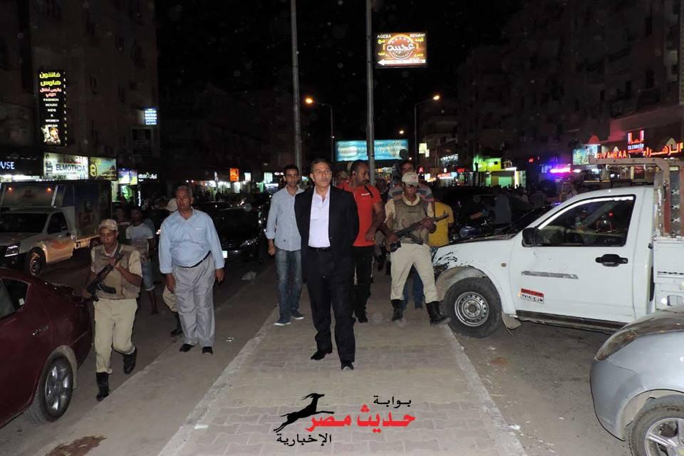 مدير أمن البحر الأحمر يقود حملة لرفع الإشغالات بشارع شيرى بالغردقة
