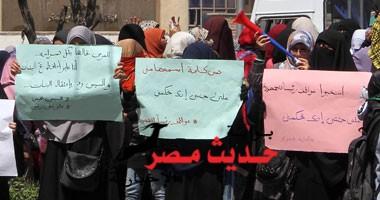 """منذ قليل مسيرة لـ""""أخوات الأزهر"""" بالحرم الجامعى والأمن الإدارى يغلق أبواب الكليات"""