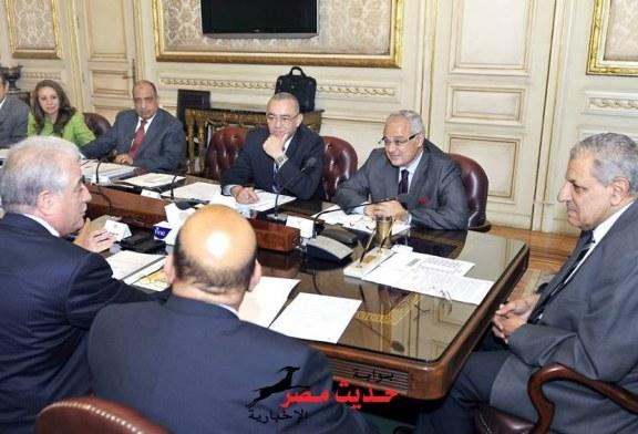 بالصور .. محلب يناقش وزير السياحة و التنمية المحلية و الطيران لإنشاء مطار برأس سدر