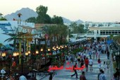 يمنع محافظ البحر الأحمر تواجد سيارات النقل على الممشى السياحي وقت الذروة