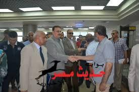 نجاه وزير النقل بعد سقوط السقف المعلق  فوقه اثناء زيارته لافتتاح ميناء الغردقه