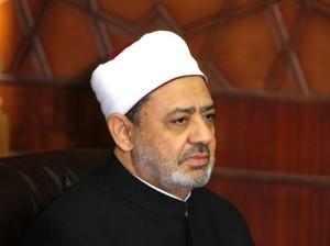 الطيب يدين حرق المساجد في الغرب ويطالب بحماية المسلمين