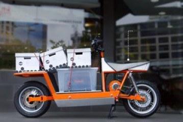 طالب يطور دراجة نارية قادرة على نقل البضائع