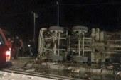 مصرع عامل بالمحاجر و إصابة 8 اشخاص من زملائه فى انقلاب سيارة بالمنيا