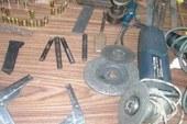 حبس عاطل حول منزله ورشة لتصنيع وإصلاح الأسلحة النارية بالخصوص 4 أيام .