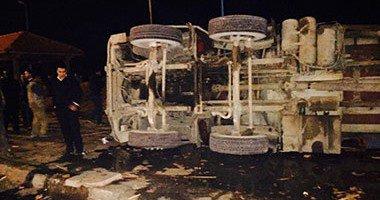 إصابة 4 أشخاص فى حادث انقلاب سيارة بالطريق الصحراوى فى البحيرة  .