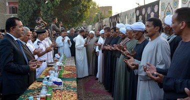 محافظ الأقصر ومدير الأمن يشهدان جلسة صلح بين عائلتين بمركز الزينية ..