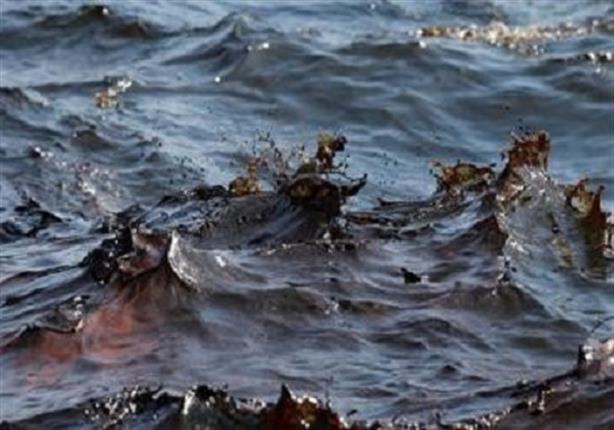 ممنوع السباحة بالغردقة لوجود بقعه زيتية بالبحر