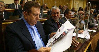 """نائب برلمانى يطالب وزير المالية بملاحقة """"جنون الدولار"""" فى السوق السوداء  …"""