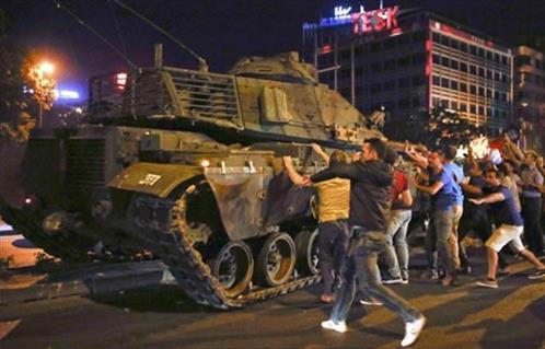 الأمين العام لحلف شمال الأطلسي: يجب أن يكون رد فعل تركيا على محاولة الانقلاب متماشيًا مع قيم حلف الناتو…