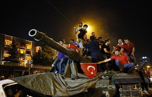 النمسا تستدعي السفير التركي بشأن الأحداث في تركيا ومظاهرات مؤيدة لأردوغان…